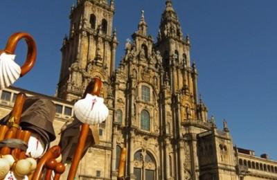 Pilgrims arrive at Labradoiro square at Santiago de Compostela
