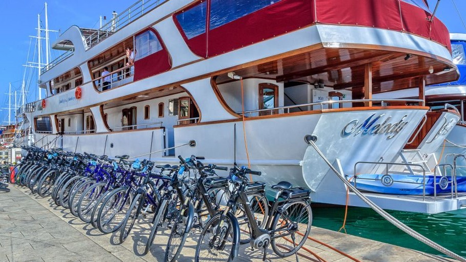 Melody croatia firstclass bike boat tour